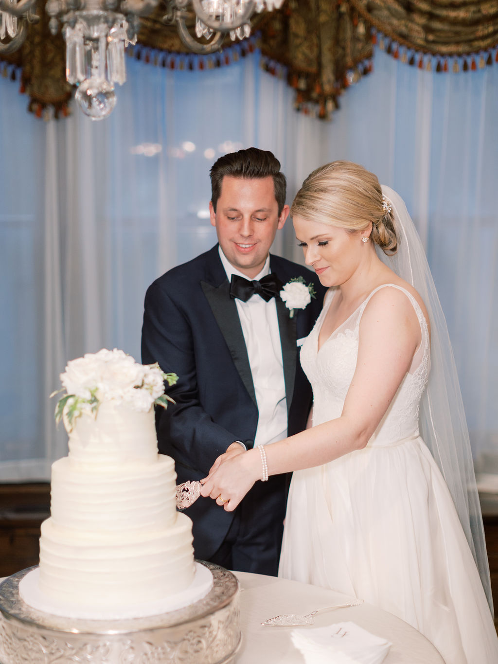 Bride and Groom Cutting Cake at Wedding Venue Nashville